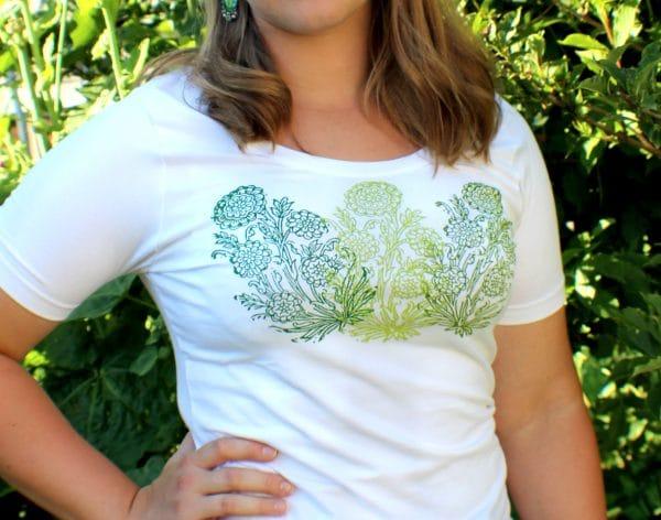 Trachten T-Shirt in Weiß mit floralem Handdruck in Grün