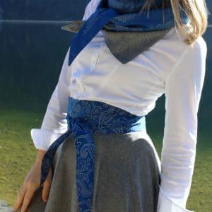 Trachtenrock mit blauer, handbedruckter Schärpe