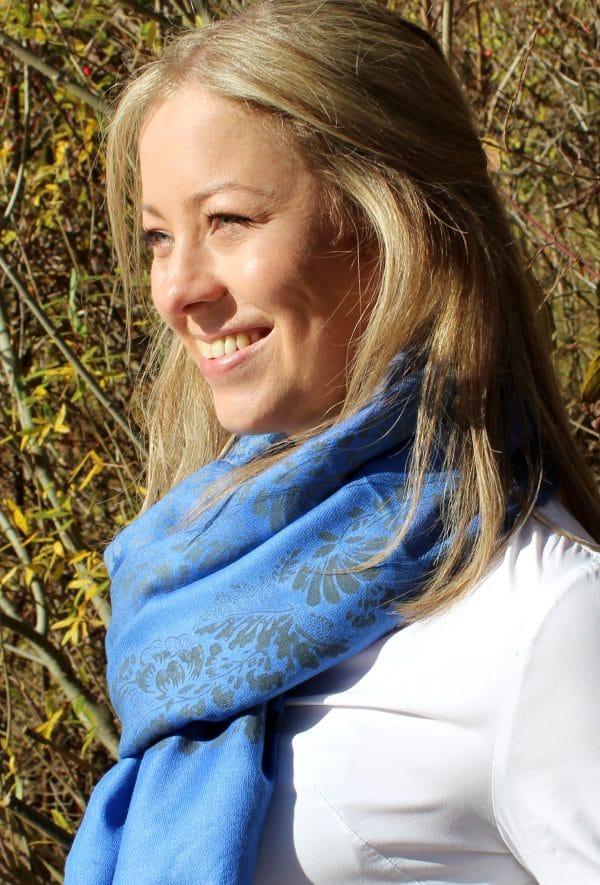 Kuschelweicher Pashmina Schal mit handbedruckten blumigen Mustern