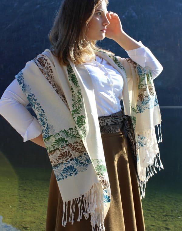 Trachten Accessoires Damen: beiger Pashmina Schal handbedruckt mit blumigen Mustern