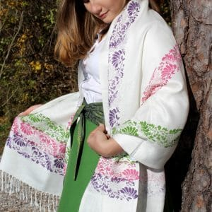 Weißer Pashmina Schal als Schultertuch, blumiger Handdruck in Violett, Rosa und Grün