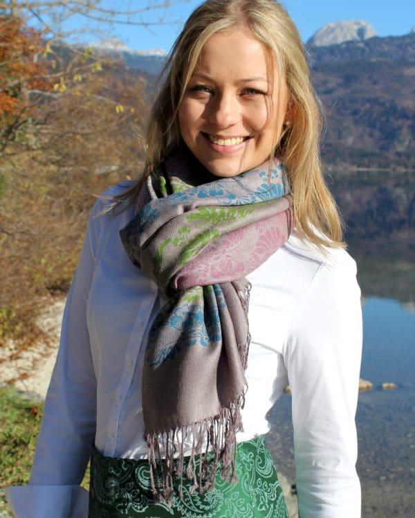 Moderne Trachtenmode für Damen in Online-Shop bestellen. Wie Pashmina Elisabeth im zeitlosen Grau