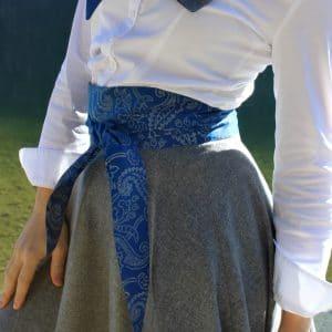 Trachtenaccessoire zum Trachtenrock, Seidenschärpe in Blau, handbedruckt